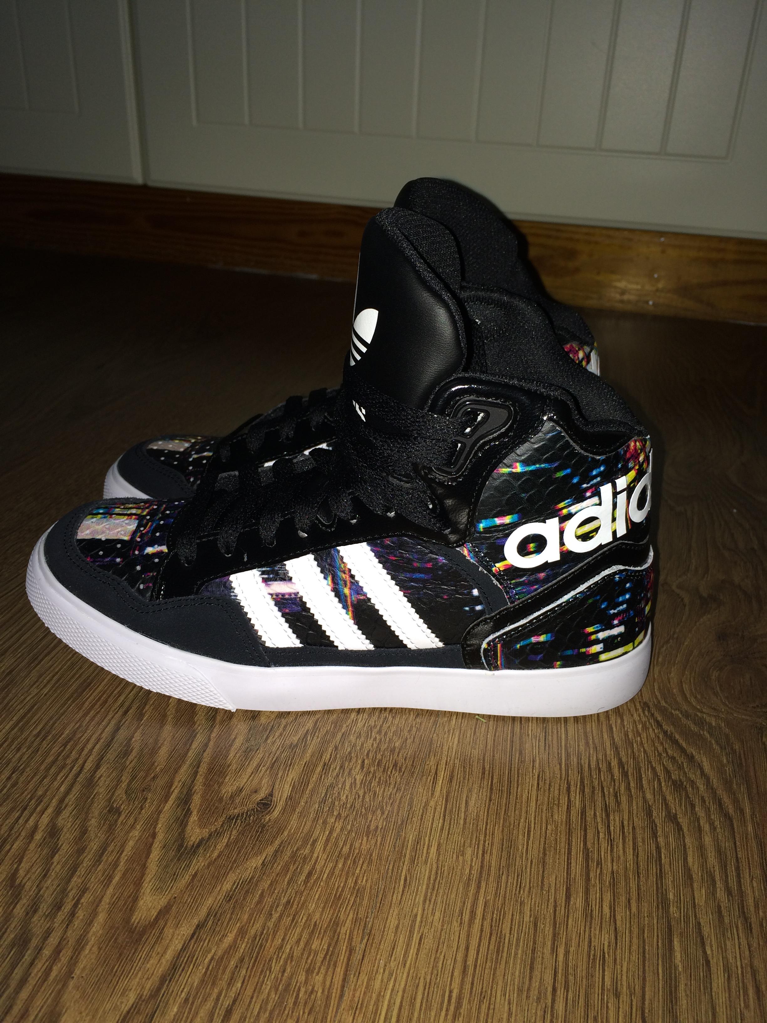 Här är mitt senaste tillskott. Adidas Extaball W köpta på nelly.com. Är  väldigt nöjd och de är en fröjd för ögat! c46ece24129a6